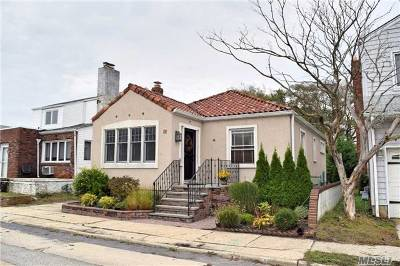 Long Beach Single Family Home For Sale: 18 Curley St