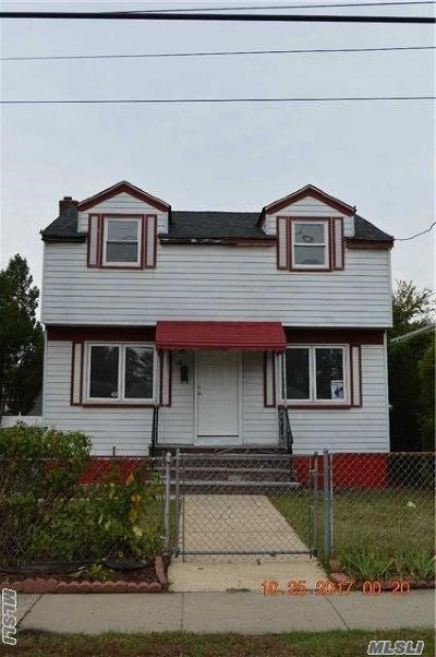 Westbury Single Family Home For Sale: 19 6th St