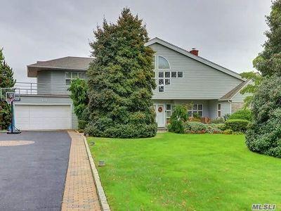 Bay Shore Single Family Home For Sale: 121 Awixa Ave