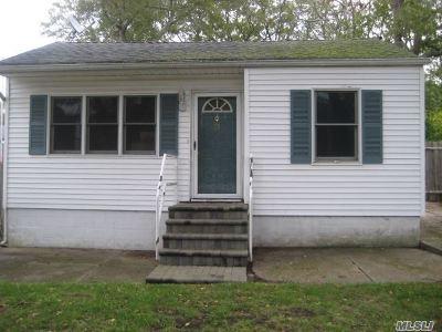 Centereach Single Family Home For Sale: 73 Rosemary Ln