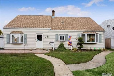 Levittown Single Family Home For Sale: 8 Acorn Ln