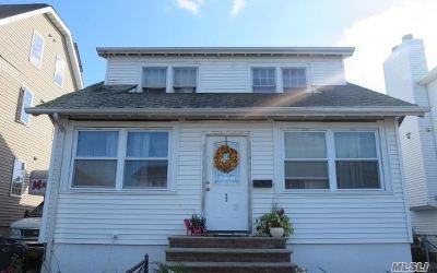Long Beach Single Family Home For Sale: 52 E Fulton St