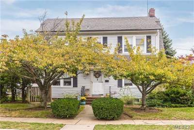 Lynbrook Single Family Home For Sale: 37 Oak St