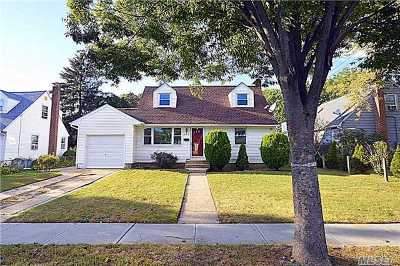 Westbury Single Family Home For Sale: 925 Brush Hollow Rd