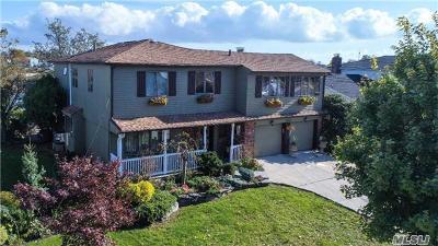 Merrick Single Family Home For Sale: 2951 Frankel Blvd
