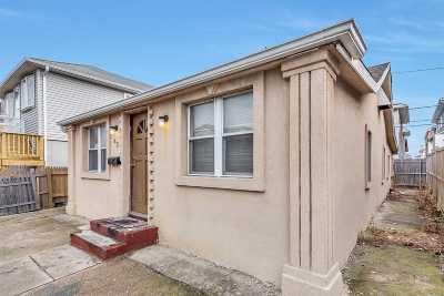 Long Beach Single Family Home For Sale: 42 Minnesota Ave