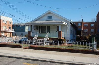 Middle Village Single Family Home For Sale: 62-43 70th St