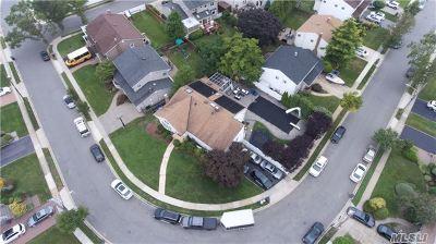 Merrick Single Family Home For Sale: 3135 Denton Dr