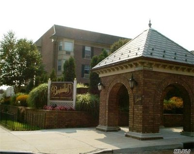 Bayside, Oakland Gardens Condo/Townhouse For Sale: 12-23 Diane Pl