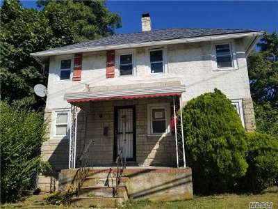 West Islip NY Single Family Home For Sale: $235,000