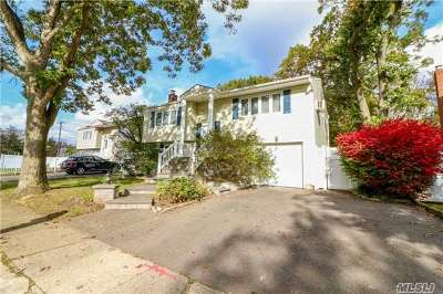 Huntington Single Family Home For Sale: 3 Crawford Court