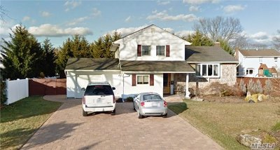 East Islip Single Family Home For Sale: 71 Fawn Dr
