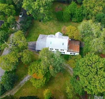 Great Neck Single Family Home For Sale: 109 Hicks Ln