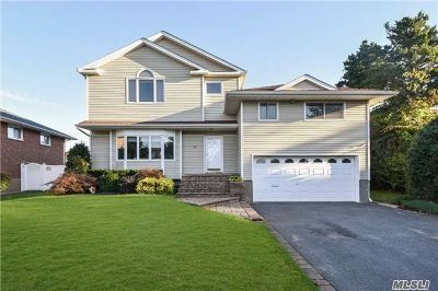 Syosset Single Family Home For Sale: 16 Parkway Dr