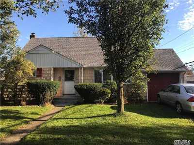 Westbury Single Family Home For Sale: 14 Aberdeen Rd