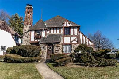 Rockville Centre Single Family Home For Sale: 451 N Long Beach Rd