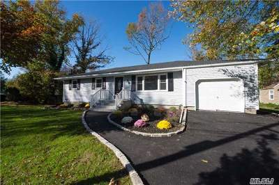 Smithtown Single Family Home For Sale: 64 Helen Ave