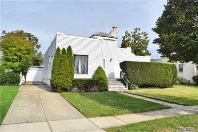 Rockville Centre Single Family Home For Sale: 75 Shepherd St