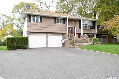 Ronkonkoma Single Family Home For Sale: 82 W 7th St