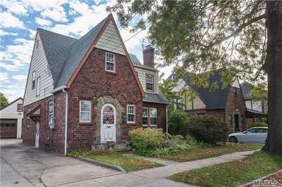 New Hyde Park Single Family Home For Sale: 518 N 10th St