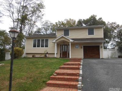 Hauppauge Single Family Home For Sale: 70 Holiday Park Dr