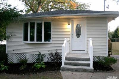 Ronkonkoma Single Family Home For Sale: 422 Deer Rd