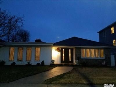 Long Beach Single Family Home For Sale: 364 E Hudson St