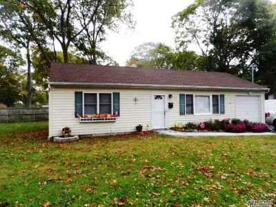 Ronkonkoma Single Family Home For Sale: 55 Blythe Rd