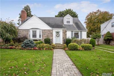 Rockville Centre Single Family Home For Sale: 142 Greystone Rd