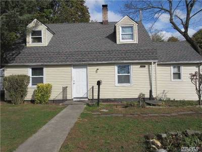 Westbury Single Family Home For Sale: 108 Maplewood Dr