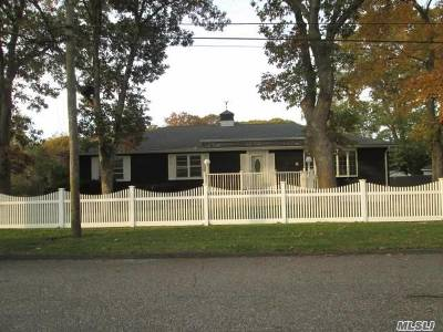 Selden Single Family Home For Sale: 9 Spruce St