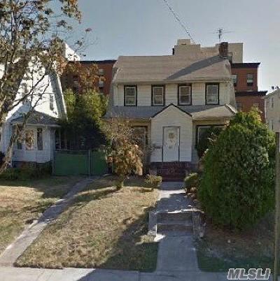 Jamaica Estates Single Family Home For Sale: 8617 Kingston Pl