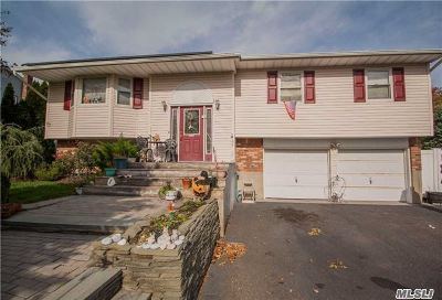 Hauppauge Single Family Home For Sale: 835 Townline Rd