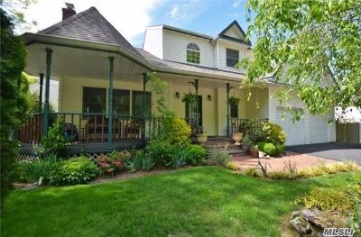 Huntington Single Family Home For Sale: 124 Fleets Cove Rd