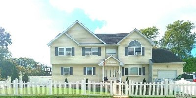 Amityville Single Family Home For Sale: 2 Banbury Ct