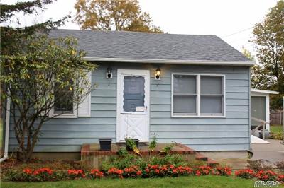 Holtsville Single Family Home For Sale: 30 Blossom Ave