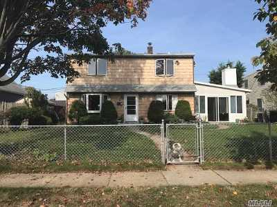Levittown Single Family Home For Sale: 5 Needle Ln