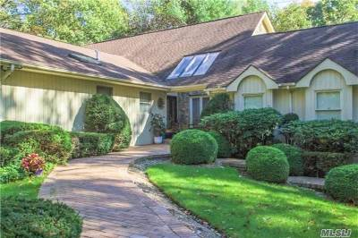 Smithtown Single Family Home For Sale: 142 Landing Meadow Rd