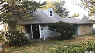 Westbury Single Family Home For Sale: 2431 Stewart Ave