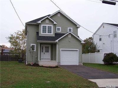 Lindenhurst Single Family Home For Sale: 460 47th St