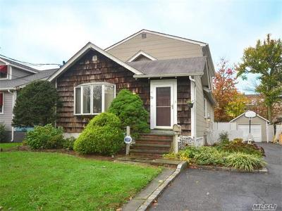 Glen Head Single Family Home For Sale: 29 McCouns Ln