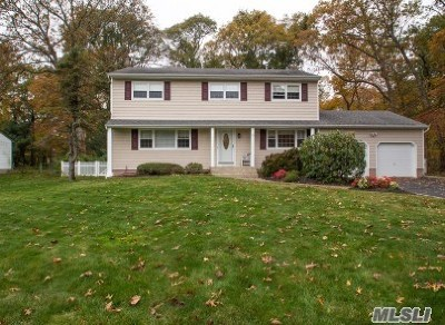 Smithtown Single Family Home For Sale: 80 Aberdeen Rd
