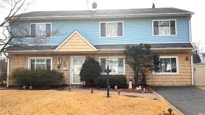 Levittown Single Family Home For Sale: 23 Rope Ln