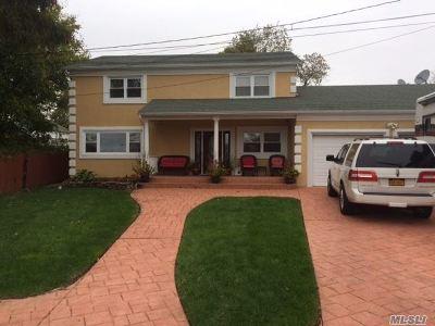 Farmingville Single Family Home For Sale: 29 Park Pl