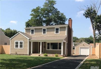 Amityville Single Family Home For Sale: 140 Oldfield Ave