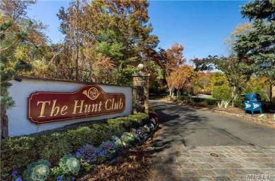 Jericho Condo/Townhouse For Sale: 23 Hunt Ct