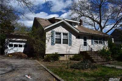 Sound Beach Single Family Home For Sale: 31 Neponsit Rd