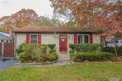 Ronkonkoma Single Family Home For Sale: 261 Pearl St