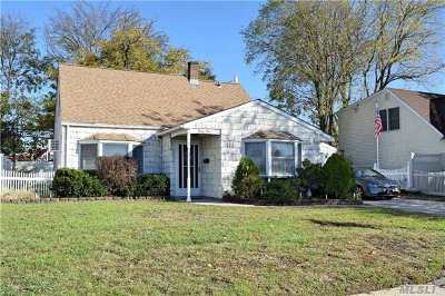Levittown Single Family Home For Sale: 33 Hill Ln