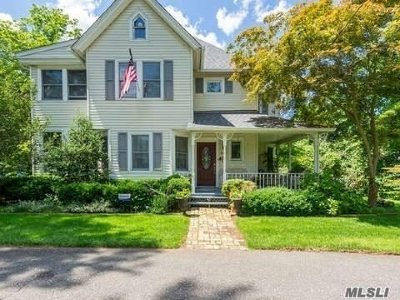 Smithtown Single Family Home For Sale: 123 Edgewood Ave